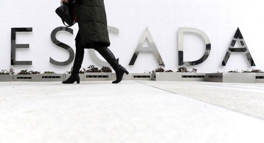 Det kan snart være slut for et af de store modehuse. Tyske Escada der blandt andet har været kendt for at klæde Hollywood-kendisser som Demi Moore og Katie Holmes på er ved at bukke under for finanskrisen.