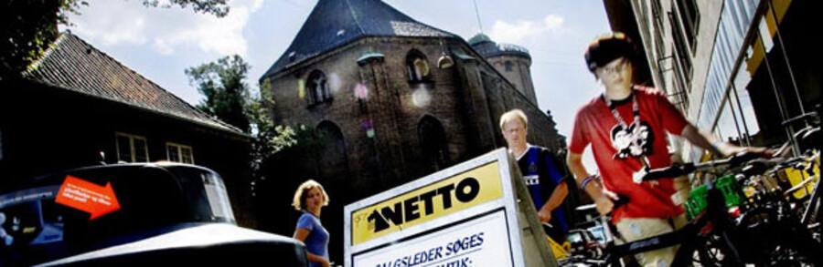 Discount-kæder som Netto har gyldne tider. Høje priser på bl.a. bolig og energi får flere til at vælge butikker med den laveste pris.