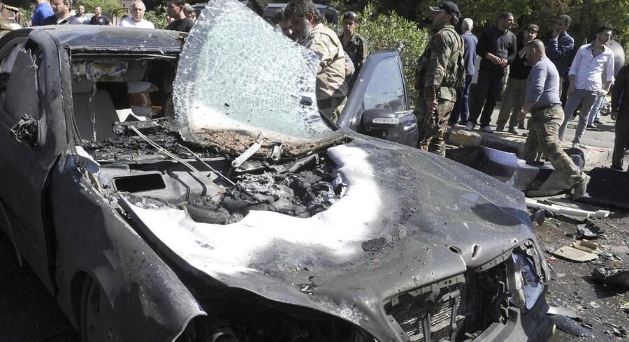 Syriens premierminister, Wael al-Halki, slap i går med livet i behold efter et bombeangreb på Halkis bilkonvoj i det centrale Damaskus. Ifølge syriske medier kostede bomben flere menneskeliv.