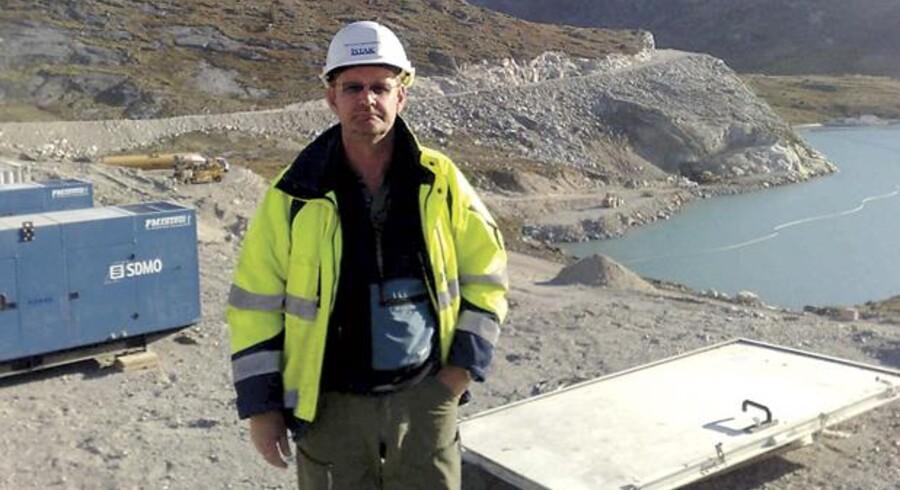Marteinn Hámundarson, souschef på Pihls nye grønlandske projekt 50 km nord for Ilulissat foran bjerget, hvor der skal ligge et vandkraftværk 400 m inde.