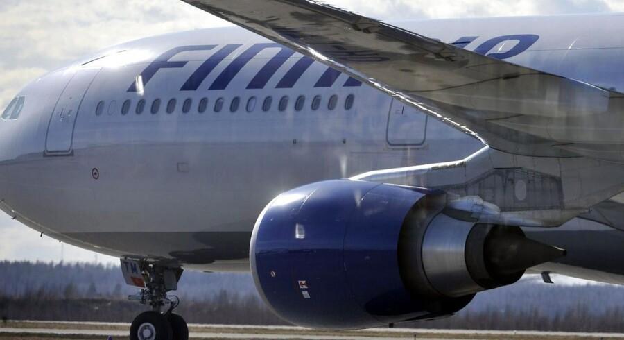Finnair blev ramt af et strejkevarsel onsdag, hvor flyselskabet samtidig nedjusterede forventningerne til 2013 og advarede om, at strejken ville koste mindst 30 mio. euro på driftsresultatet.