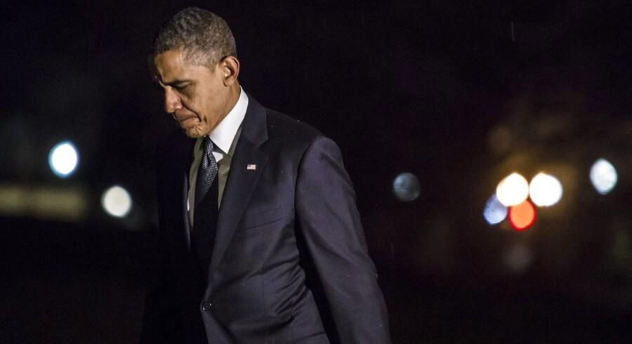 Det var en tydeligt rørt præsident Barack Obama, der 16. december forlod Newtown sent om aftenen efter at have holdt en tale til minde om de dræbte. Og nu ser det ud til, at han er klar til sparke døren ind til den meget ømtålelige våbendebat i USA.