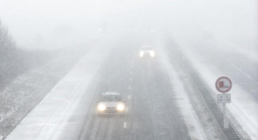 Snestorm over Syddanmark. Begyndende snefald og fygning over motorvejen ved Haderslev tidligt mandag formiddag den 18. marts . (Foto: CLAUS FISKER/Scanpix 2013)