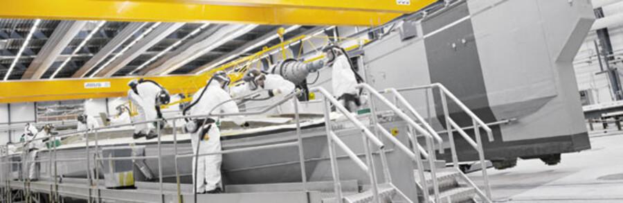 Den store, danske producent af vinger til vindmøller LM Glasfiber med hovedsæde i Kolding i Midtjylland og tre andre produktions- fabrikker rundt i landet er med stor og uventet hast blevet indhentet af finanskrisen. Derfor ser fabrikken sig nødsaget til at udsende 450 fyresedler blandt medarbejderne. På globalt plan beskæftiger LM Glasfiber over 7.000 ansatte. Trods politikernes fokus på alternativ energi verden over er branchen altså også blevet indhentet af krisen.
