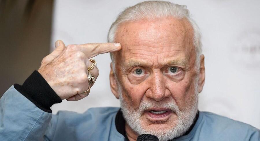 Månehelten Buzz Aldrin er kendt for ikke at finde sig i hvad som helst.