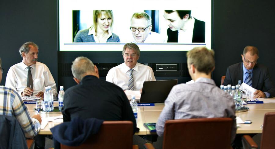 Peter Engberg Jensen i midten flankeret af kommunikationsdirektør Nels Petersen og og koncerndirektør Søren Holm ved præsentationen af halvårsregnskabet for 2012.