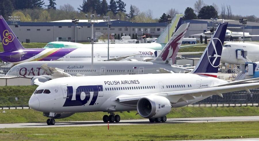 Her ses en af LOTs Dreamlinere i forbindelse med seneste sikkerhedsgodkendelse som følge af batteriproblemerne i den hårdt prøvede flytype.