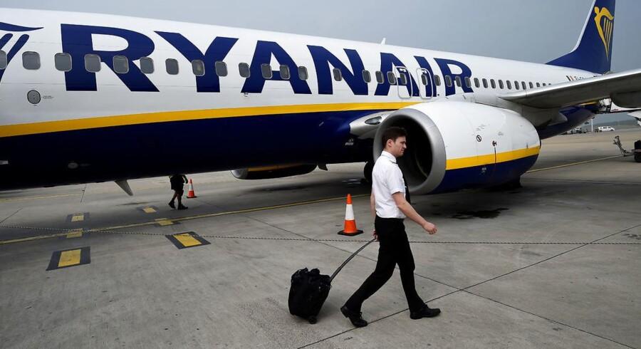 Passagerer med Ryanair kan komme til at bide negle i løbet af de kommende dage. Omkring 100 af selskabets irske piloter har varslet arbejdsnedlæggelser d. 12. juli, og nu melder piloter og kabinepersonnel fra Tyskland, Spanien, Portugal, Italien og Belgien sig også under fanerne.