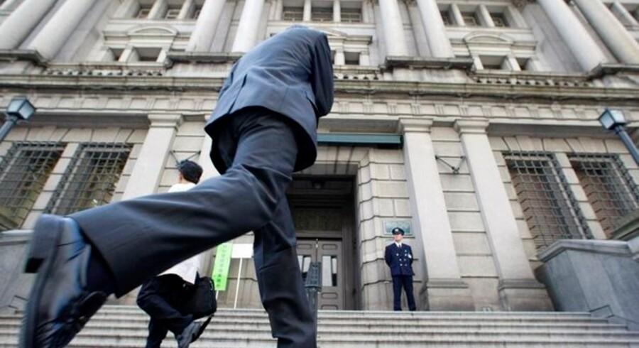 Japans centralbank, Bank of Japan, er en af verdens mægtigste, men landet er nu ikke længere blandt verdens mest sikre at låne penge il.