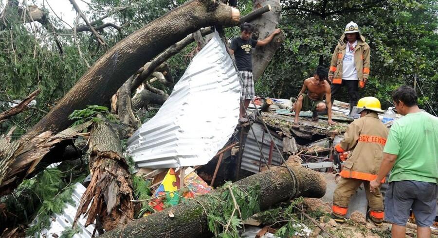 Tyfonen har allerede foresaget store ødelæggelser.