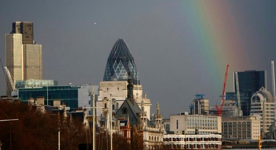 Skyerne hænger tungt over den britiske økonomi.