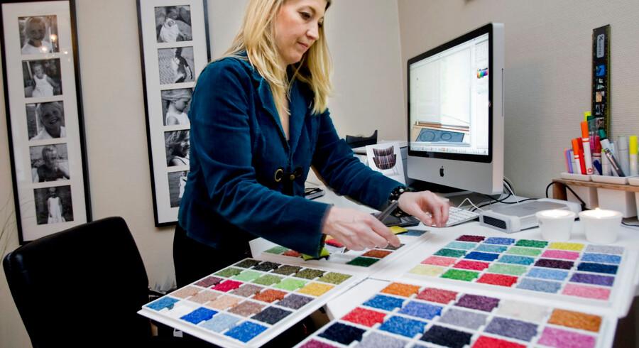 Jane Skriver har fået hjælp af Væksthus Midtjylland til at få gang i sin nye virksomhed Skriver Collection, der laver designer dørmåtter. Til Ajour. 20090302