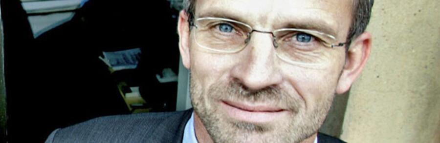 Jeppe Christiansen (billedet), direktør i Lønmodtagernes Dyrtidsfond, LD, var for knap to uger siden under skarp beskydning i pressen, anklaget for at have privatøkonomiske interesser som aktionær i den svenske mineselskab Scanmining, som LD flere gange i årene 2006 og 2007 investerede store millionbeløb i. Det får nu professor ved CBS i København Caspar Rose til at kræve klarere regler på området