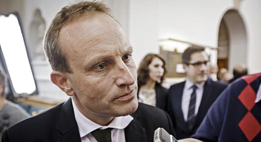 ARKIVFOTO. Klima-, energi- og bygningsminister Martin Lidegaard (R) giver ikke meget for topchefernes kritik af afskaffelsen af tilskud til energirenovering.