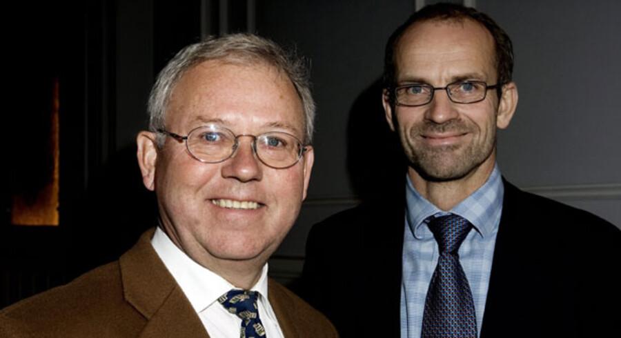 Bestyrelsesformand Mads Krage og direktør Jeppe Christiansen, LD Invest, har indtil nu nægtet at betale bankerne penge for at sælge deres investeringsforening, men nu kaster de håndklædet i ringen.