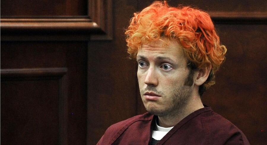 24-årige James Holmes i retten, hvor han står anklaget for at have dræbt 12 og såret 58 andre til Batman-premieren i en biograf i Denverforstaden Aurora fredag nat.