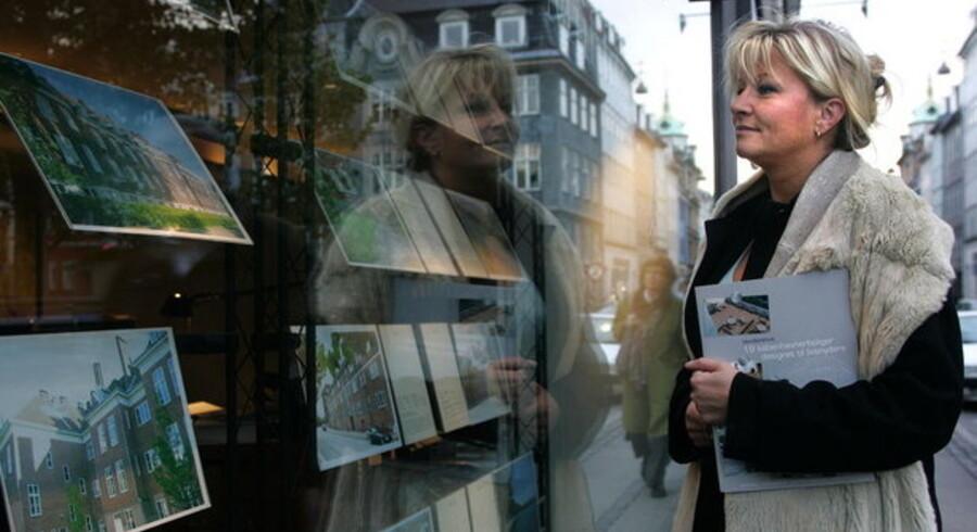 Der er ikke nok interesserede kunder, der tjekker annoncer i ejendomsmæglernes vinduer, derfor vil mange af dem miste deres job i år.