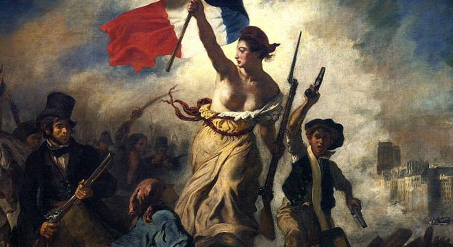 """Marianne, det kvindlige franske frihedssymbol, fører folket fremad i revolutionen på Eugéne Delacroix' kendte maleri, """"Friheden fører folket på barrikaderne"""" fra 1830."""