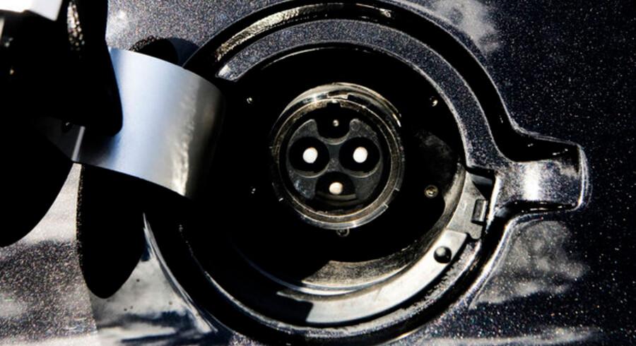 Klimaminister Connie Hedegaard skal arbejde for EU-normer for elbiler, så en bil kan lades op over hele Europa, mener De Radikale.