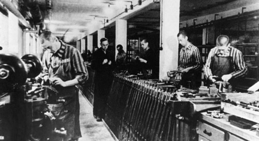 KZ-lejren Dachau blev der produceret våben til det tyske militær. Omkring to millioner tidligere tvangsarbejdere har siden 2000 fået udbetalt op mod fem mia. euro i erstatning fra en tysk støttefond for tvangsarbejdere.