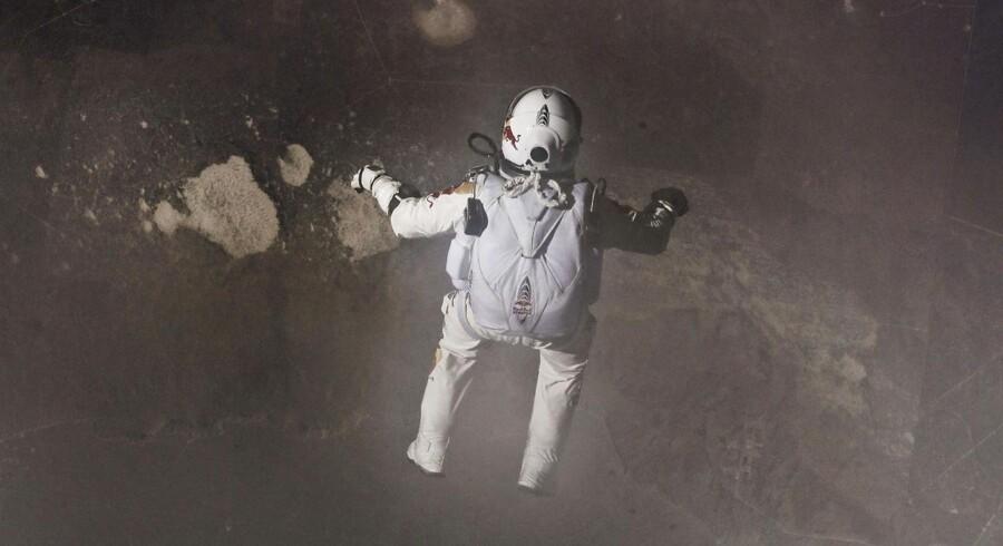 Søndag sprang vovehalsen Felix Baumgartner fra 39 kilometers højde ud af sin rumkapsel og ud i intetheden for minutter senere at lande sikkert og i god behold på jorden igen.