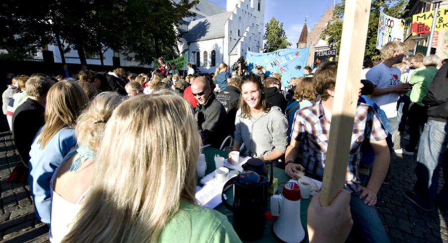 De unge studerende – her fra Aalborg Universitet – kan se frem til en højere årsindkomst end tidligere årgange kunne, når studietiden er afsluttet. Andelen af unge under 25 år, der tjener mere end 500.000 kr. om året, er steget med 155 pct. på tre år.