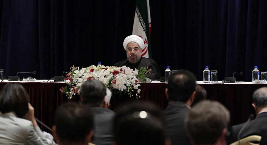 Irans præsident, Hassan Rouhani, holdt i går pressemøde i New York og sagde blandt andet, at der er »ingen plads til masseødelæggelsesvåben« i Iran. Han gentog også, at han ønsker et helt atomvåbenfrit Mellemøsten med henvisning til Israel, der, som eneste land i regionen, ikke har tilsluttet sig FNs atomovervågningsagentur, IAEA, og menes at have et større arsenal af atomvåben.