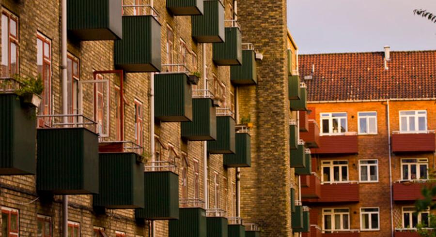 Den meget lave rente holder hånden under boligpriserne.