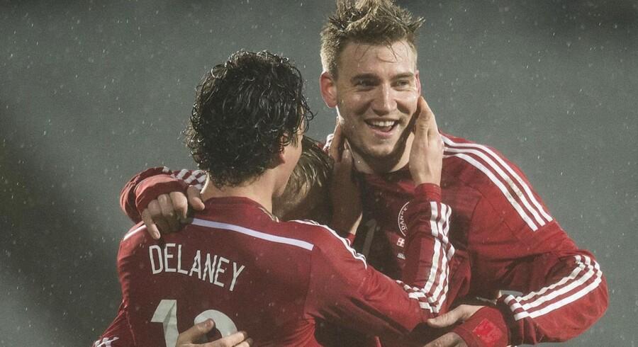 Nicklas Bendtner jubler sammen med Thomas Delaney.
