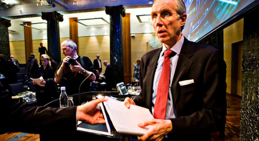 De fleste danskere vil slippe ganske nådigt gennem krisen, vurderer Danske Banks ordførerende direktør Peter Straarup.