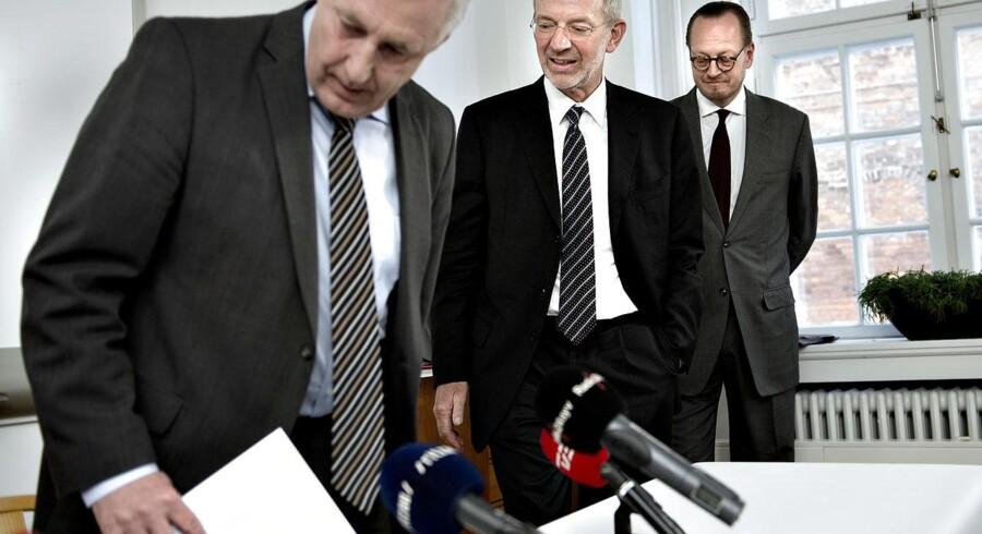 Transportminister Henrik Dam Kristensen, bestyrelsesformand Peter Schütze og administrerende direktør Jesper Lok på dagens pressemøde.