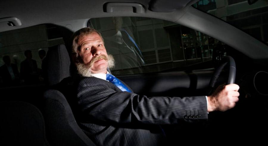 Vinderen af efterårets aktiespil Lars Hornung tager godt fat om rattet i sin gevinst, en spritny Mitsubishi Outlander. Denne gang er førstepræmien en Ford Mondeo 2.5T 220 hk Titanium stationcar til en værdi af 540.000 kroner.