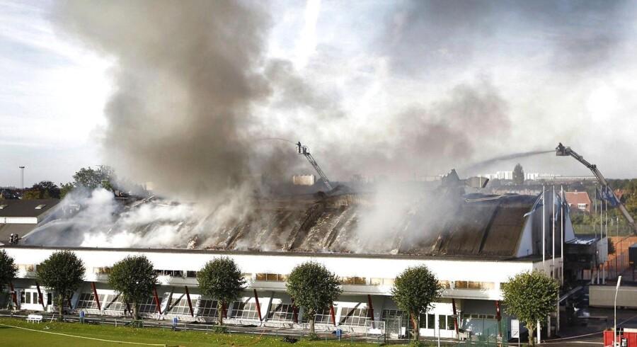 Over middag onsdag oplyste brandvæsenet at branden i KB-hallen er helt slukket. Det ryger dog stadig fra den gamle hal.