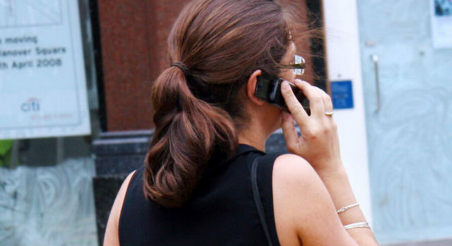 Frynsegoder som fri telefon er truet af krisen.