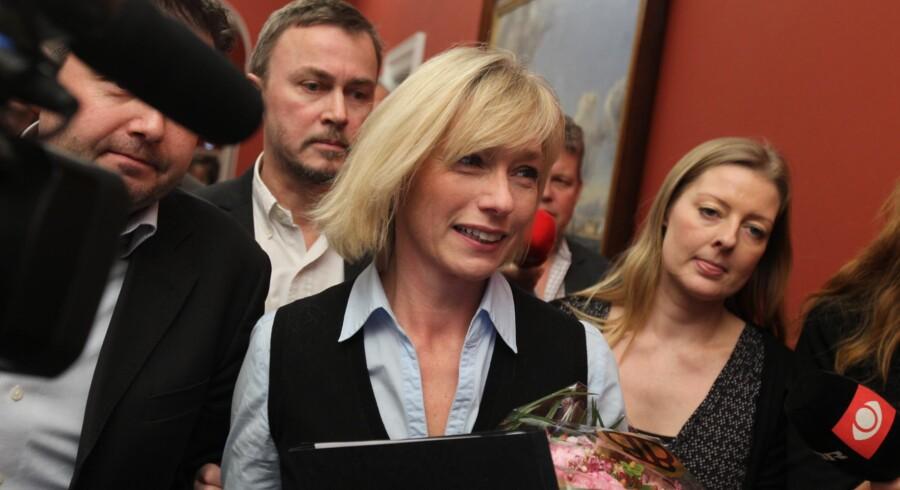 Henriette Kjær på vej til gruppemødet hos de konservative.