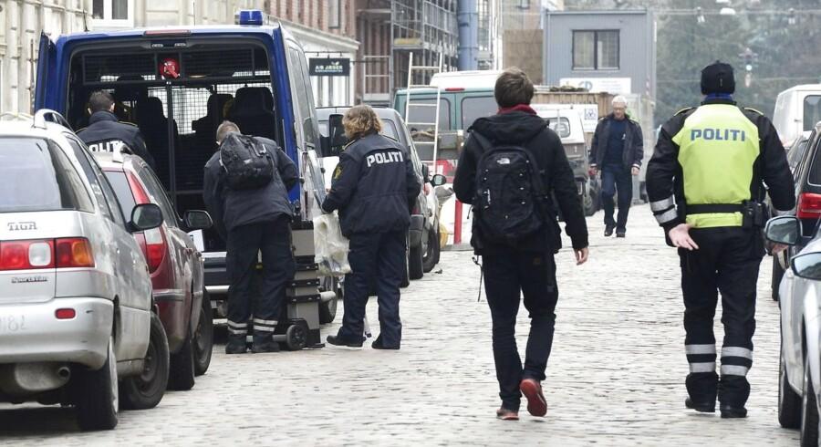 Politiet på arbejde under dagens aktion i Jægersborggade.