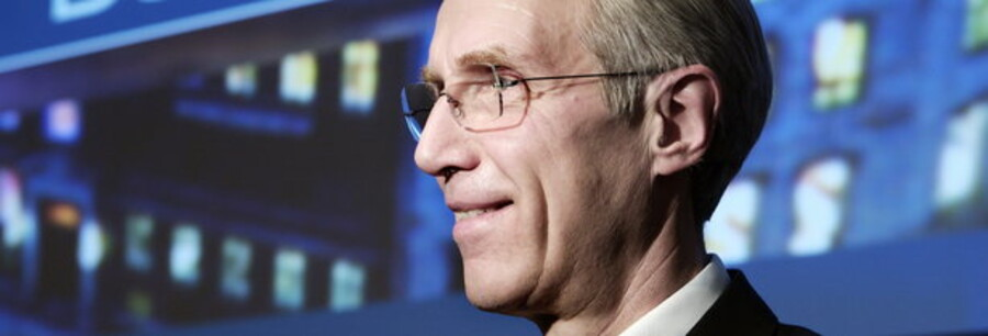 Peter Straarup har ikke haft stor grund til at smile, siden han i 2007 præsenterede endnu et rekordregnskab. Men nu kan Danske Banks topchef igen begynde at finde smilet frem.