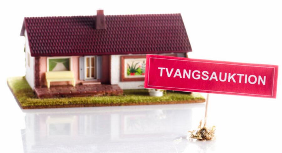 Stilstand på boligmarkedet og flere ledige vil få antallet af tvangsauktioner til at stige stærkt, frygter de danske banker.