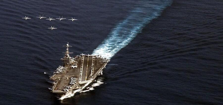 Ud over hangarskibet »George Washington« og fem krigsskibe, der er undervejs til Filippinerne, optrapper USA nu yderligere sin assistance og har beordret to store specialudrustede krigsskibe af sted fra deres base i Japan.
