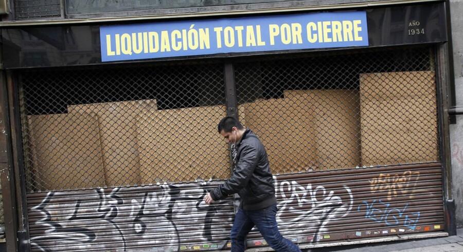 Lukket og slukket. Der er udsigt til endnu dybere recession i Spanien, lyder det fra EU-Kommissionen.