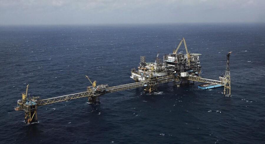 Produktionen faldt til 2066 tønder olie per dag fra 2467 tønder i samme halvår af 2012, og olieprisen dykkede til 108,5 dollar per tønde fra 118.