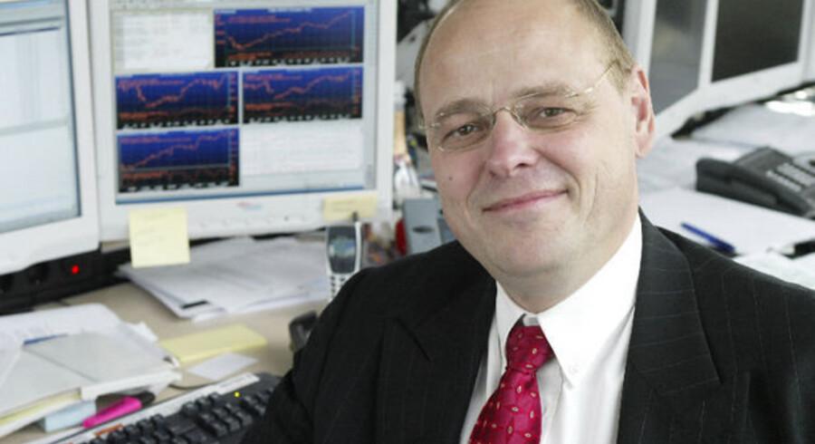 Robert Spliid fra Saxo Banks kontor i Zürich er ikke optimist på aktiernes vegne: De mange støttepenge opbygger en ny aktieboble, frygter han.