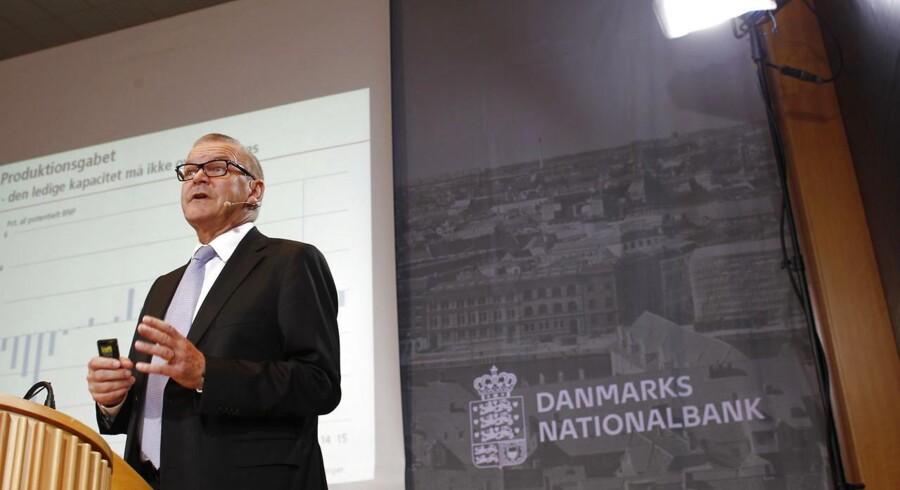 Nationalbankdirektør Lars Rohde har heller den seneste måned grebet ind over kronen, og han holder sandsynligvis også renten i ro længe endnu.