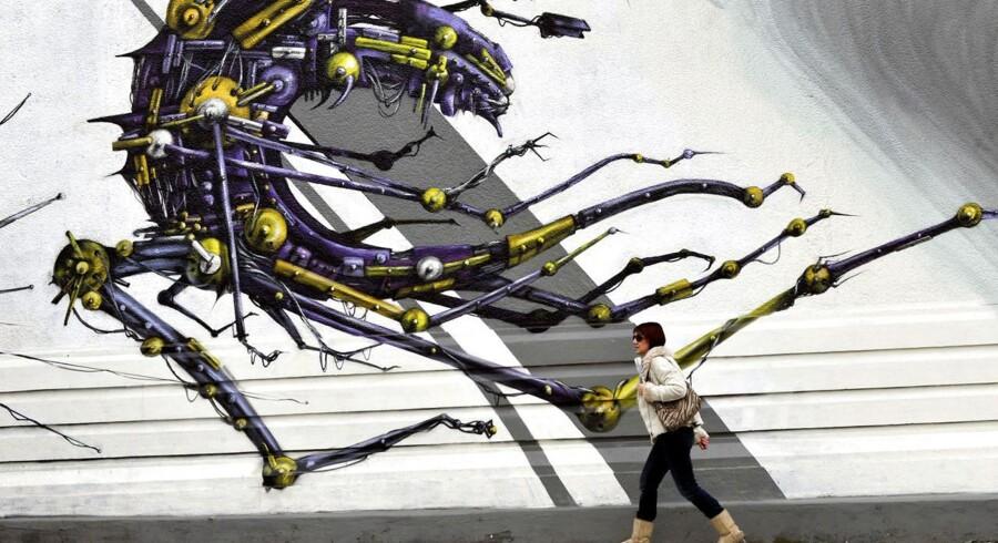 Grafitti i Athen viser EU som et maskinelt monster.