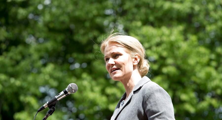 Statsminister Helle Thorning-Schmidt holdt grundlovsdag den første af flere taler på Julielund ved Allingåbro på Djursland.