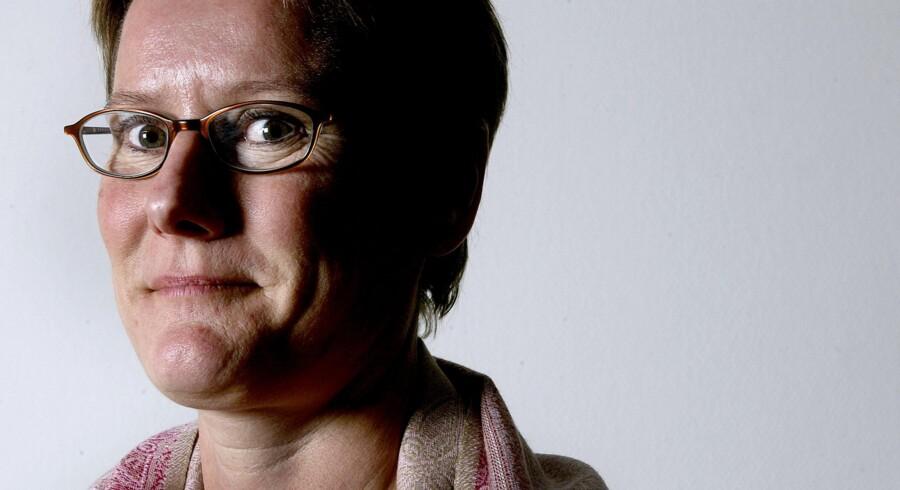 Formand for de 450.000 offentlige og privat ansatte i hovedorganisationen FTF, Bente Sorgenfrey, mener, at danske lønmodtagere udnyttes i stigende grad af udenlandske forsikringsmæglere, der tvinger dem til at betale skyhøje overpriser for at få rådgivning.
