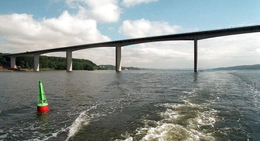 En ny bro over Vejle Fjord vil koste godt fire milliarder kroner