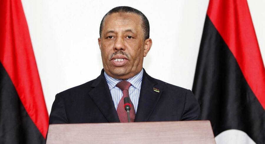 Libyens midlertidige premierminister, Abdullah al-Thinni, indgav søndag sin afskedsbegæring efter mindre end to uger på posten.