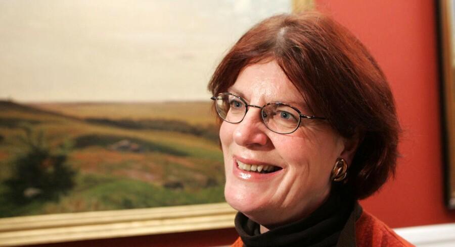 Tidligere minister og mangeårige folketingsmedlem, Britta Schall Holberg, kritiserer politikerne for at ansætte såkaldte spindoktorer.