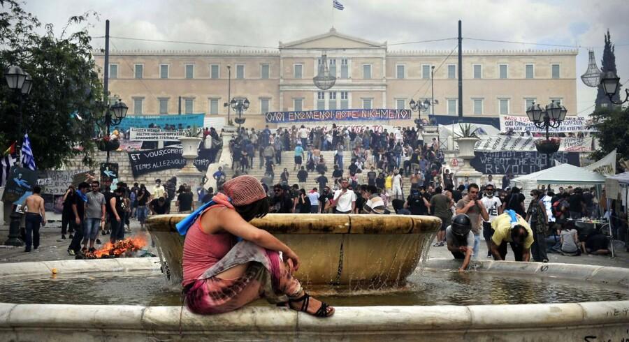 De græske gældsproblemer vil være 100 mia. euro mindre, hvis obligationsbyttet bliver gennemført.